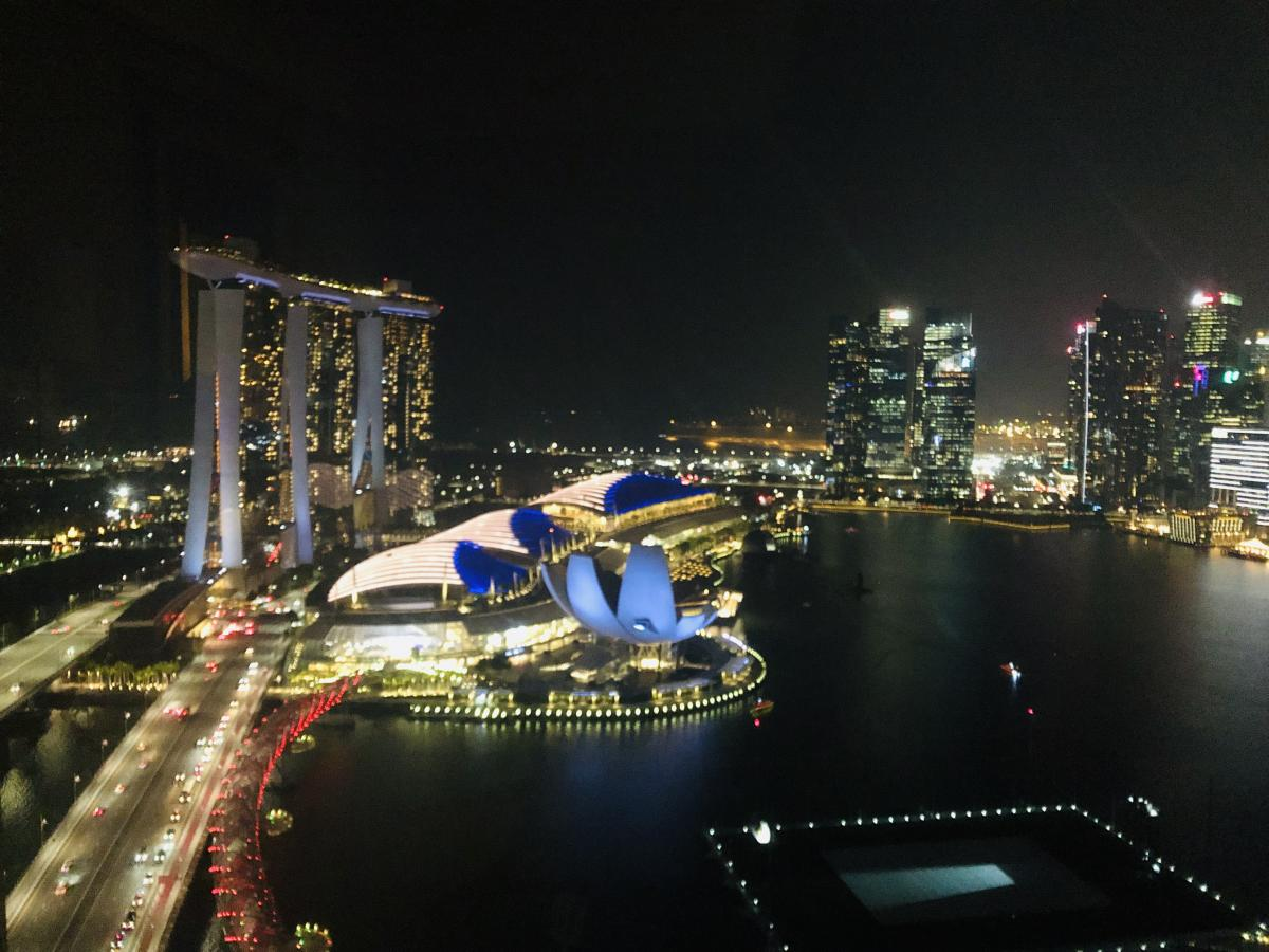 The mixed used developments along the Marina Bay in Singapore provides temporal vibrancy and diversity