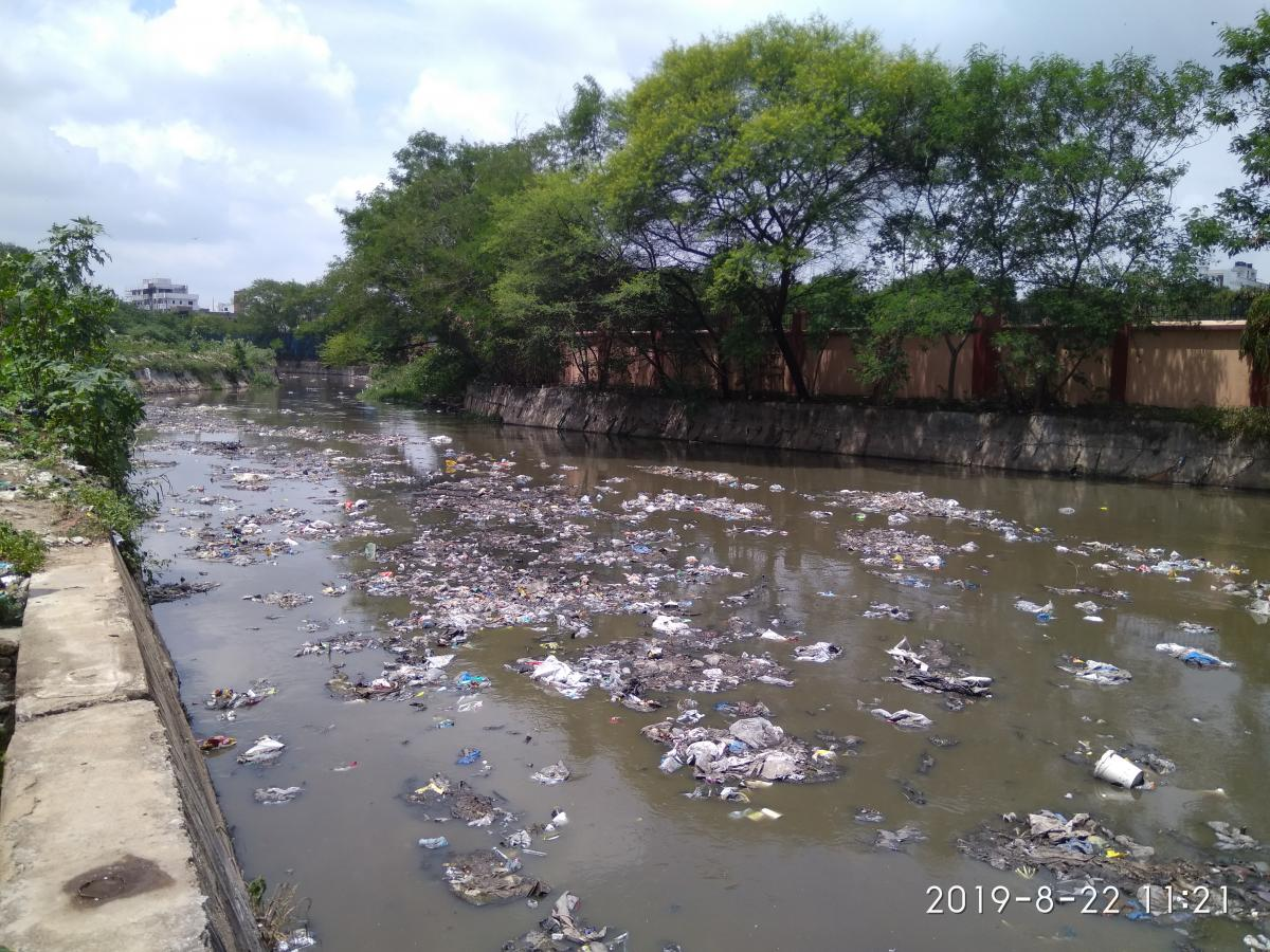 An inlet drain of a waterbody carrying significant pollution load in form of both contaminated water and solid waste, Hyderabad Credit: WRI India