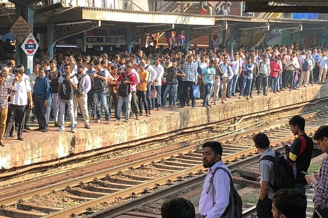 Ghatkopar, 10:15 a.m., March 1, 2020, before nationwide lockdown. Photo by Madhav Pai/WRI India
