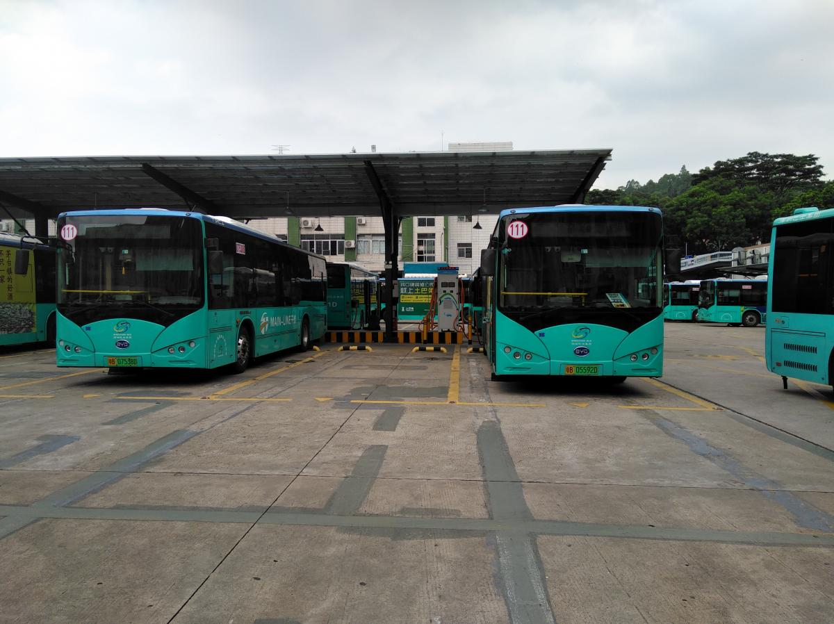 Electric charging stations for buses in Shenzhen, China. Photo by Lu Lu/WRI China