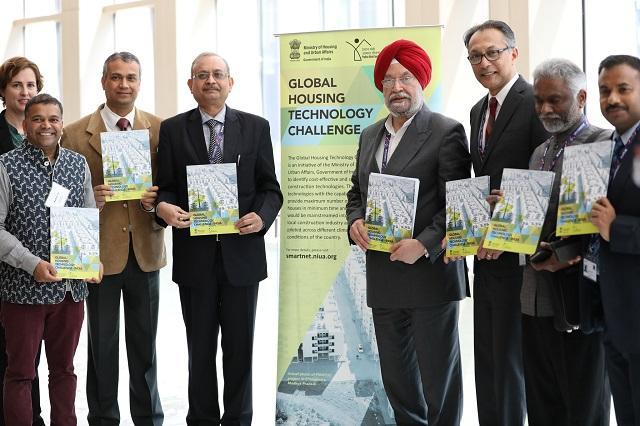 Hardeep Singh Puri announces The Global Housing Technology Challenge at WUF9. Photo by Valeria Gelman/WRI