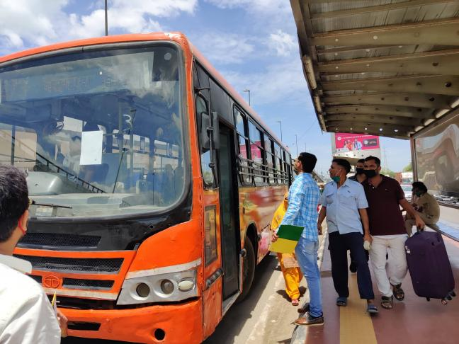 Cities across India including Delhi, Mumbai, Bengaluru, Hyderabad, Chennai and Kolkata have witnessed a decline in public transport ridership. Revathy Pradeep/WRI India